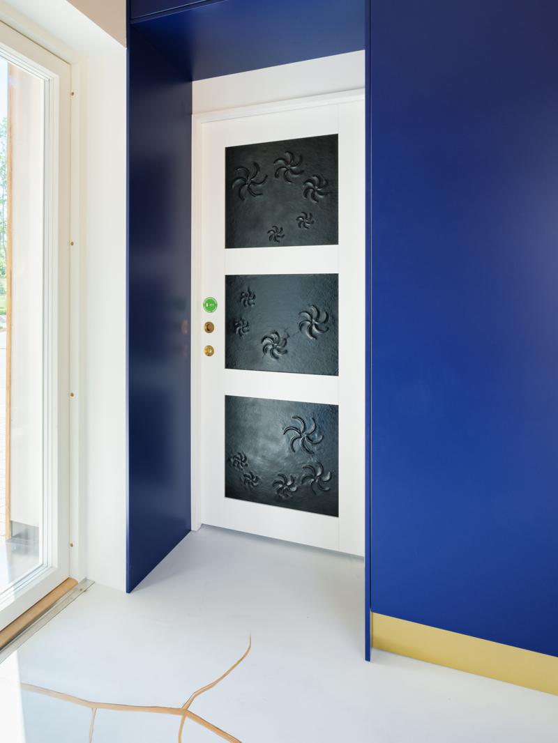 Liune-oven peileihin integroitavat lämmityselementit tuovat kotiin matalan lämpötilan mukavuuslämpöä – upeaa designia unohtamatta.